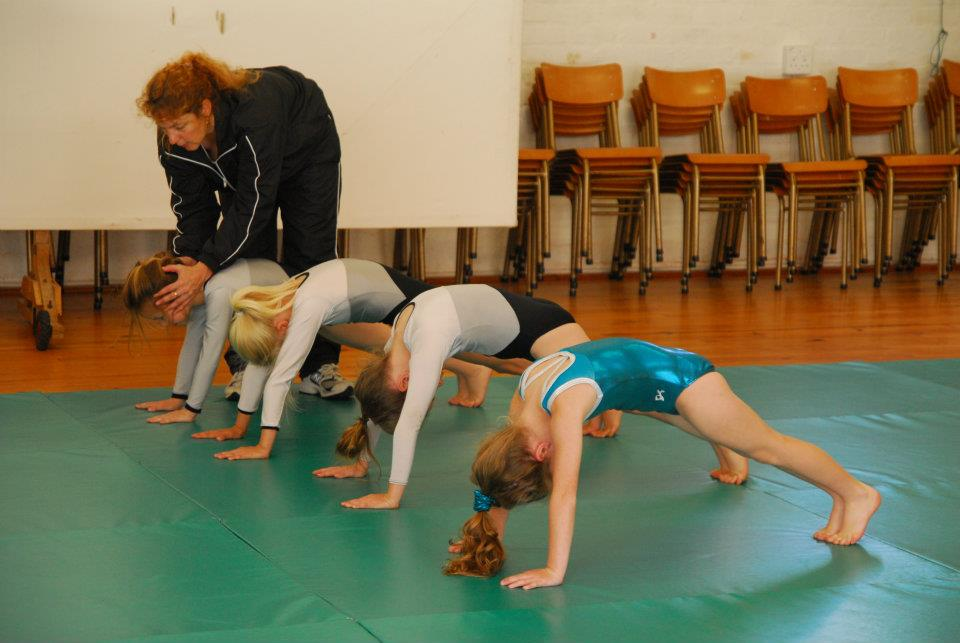 How to Do Gymnastics (with Pictures) - wikiHow